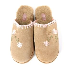 ROXY FUZXY FLORAL EMBROIDERED SLIP ON SHOES SZ 6